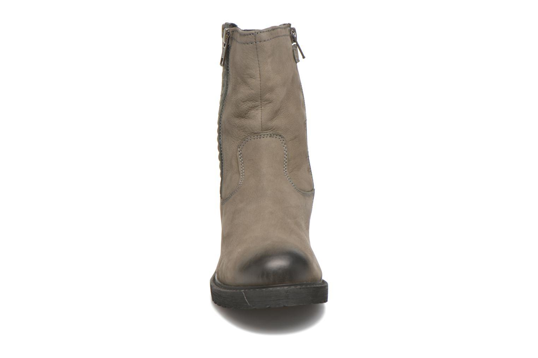 Bottes Kickers Hidare Gris vue portées chaussures
