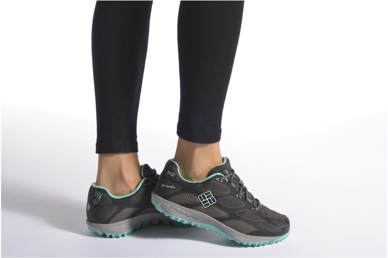 Chaussures de sport Columbia Conspiracy IV Outdry Noir vue bas / vue portée sac