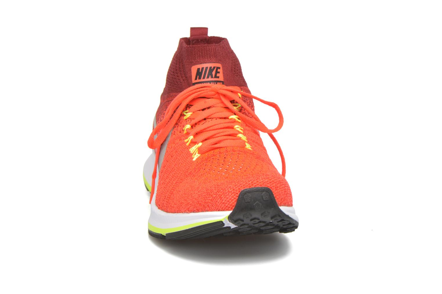 Baskets Nike Zm Pegasus All Out Flyknit Gs Rouge vue portées chaussures