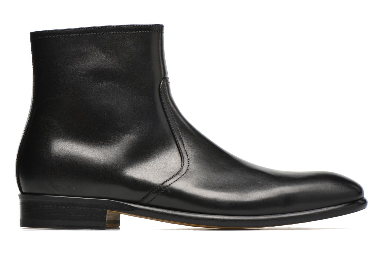 Boots Doucal's Omar Waren Svart bild från baksidan