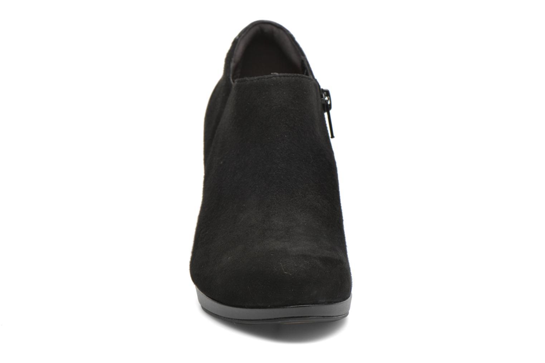 Bottines et boots Clarks Chorus True Noir vue portées chaussures