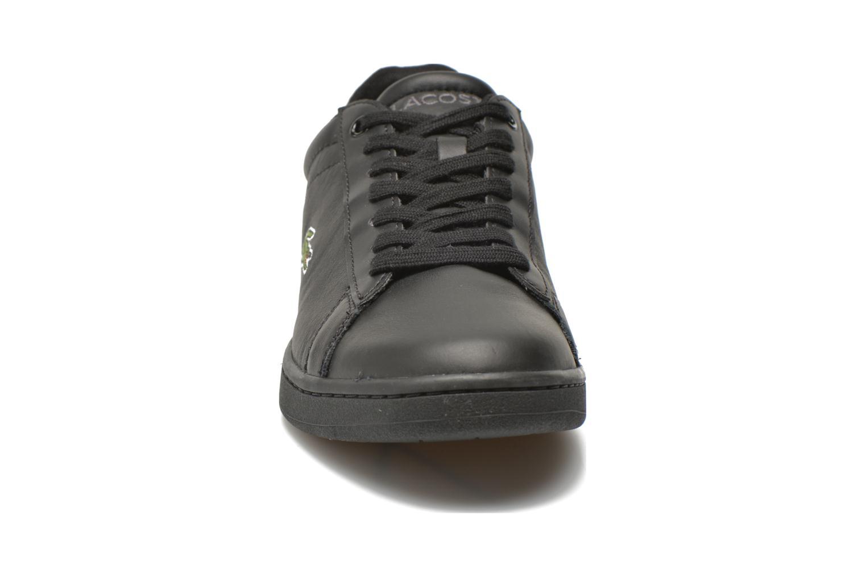 Sneakers Lacoste Carnaby Evo S216 2 Nero modello indossato