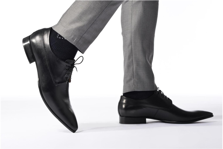 Schnürschuhe Marvin&Co Notton schwarz ansicht von unten / tasche getragen
