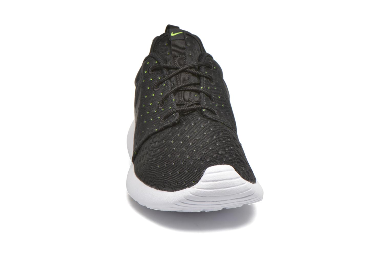 Baskets Nike Nike Roshe One Se Noir vue portées chaussures