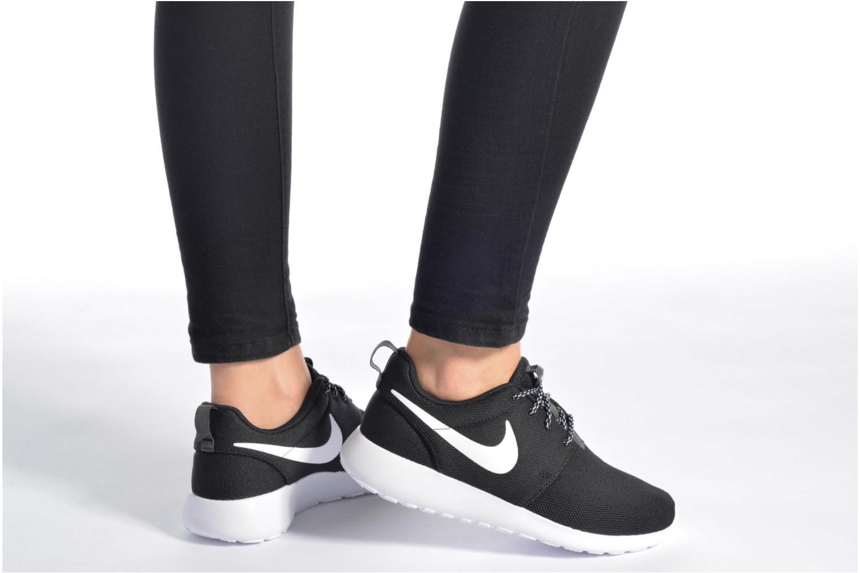 Baskets Nike W Nike Roshe One Noir vue bas / vue portée sac