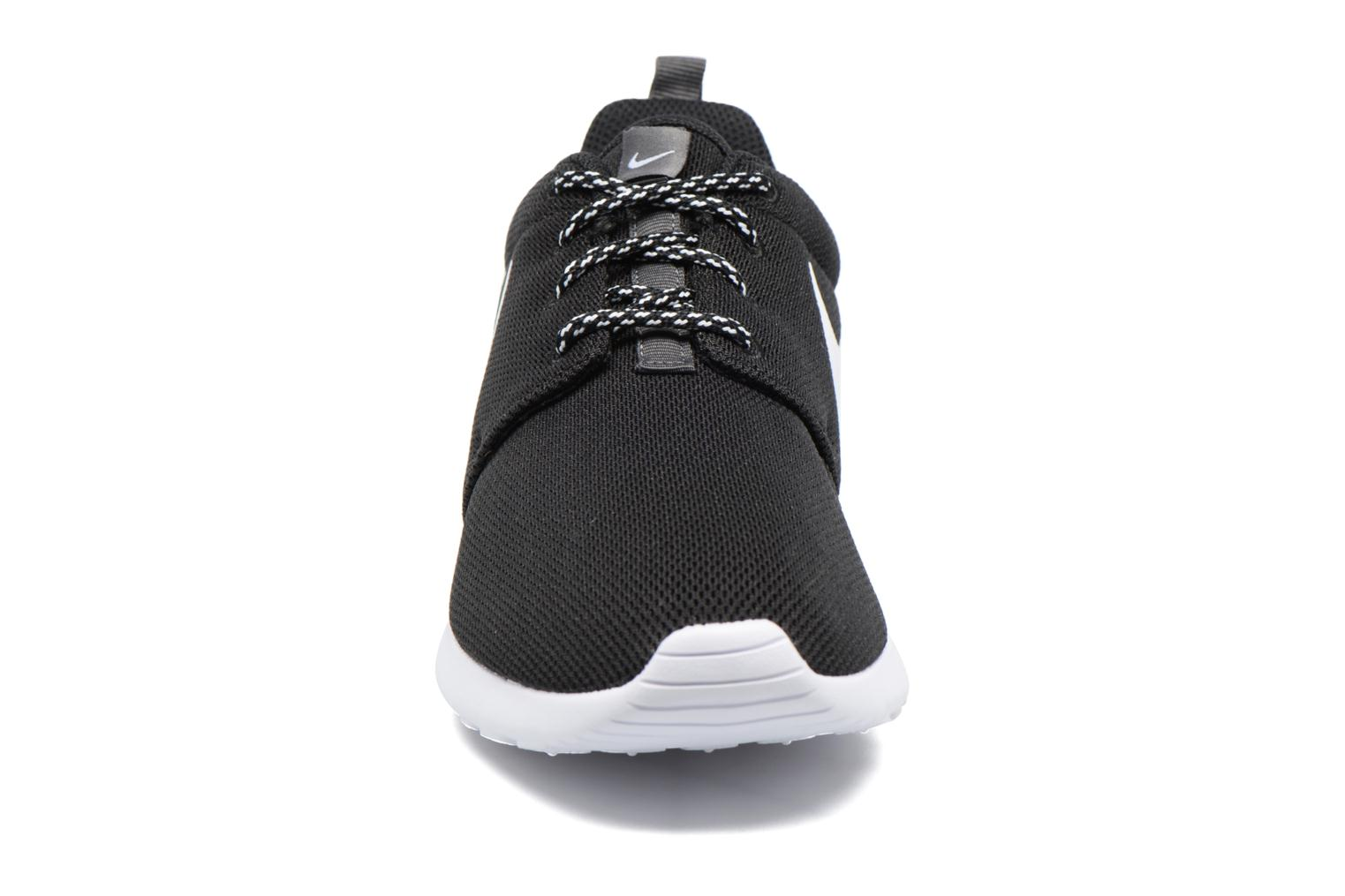 Baskets Nike W Nike Roshe One Noir vue portées chaussures