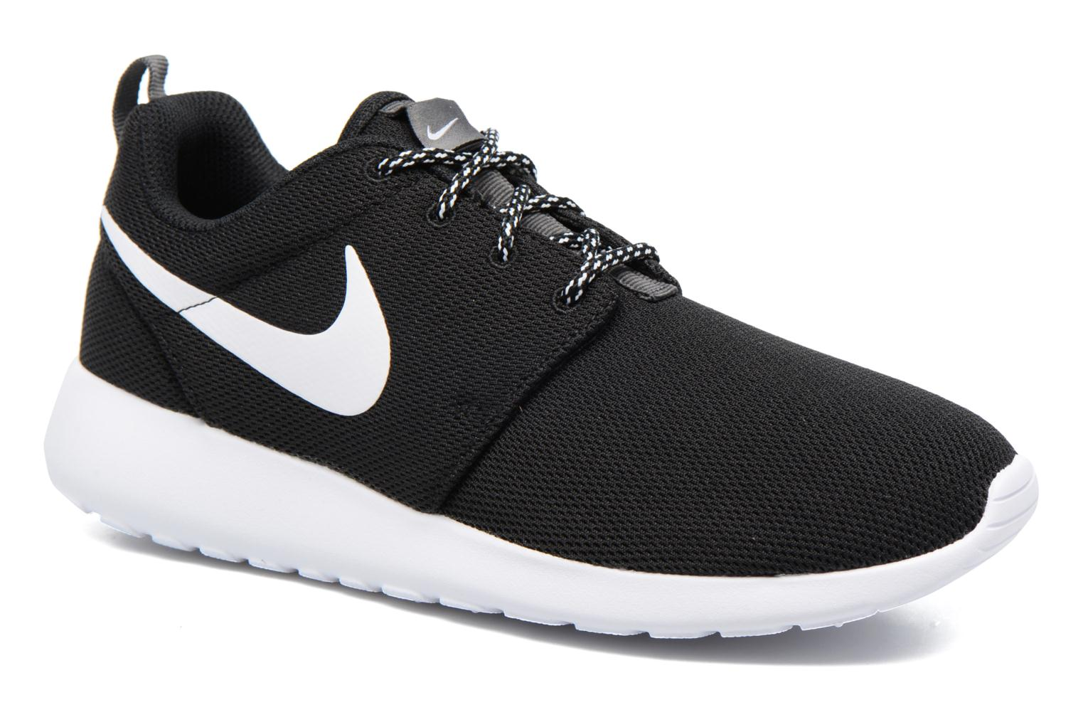 Trainers Nike W Nike Roshe One Black detailed view/ Pair view