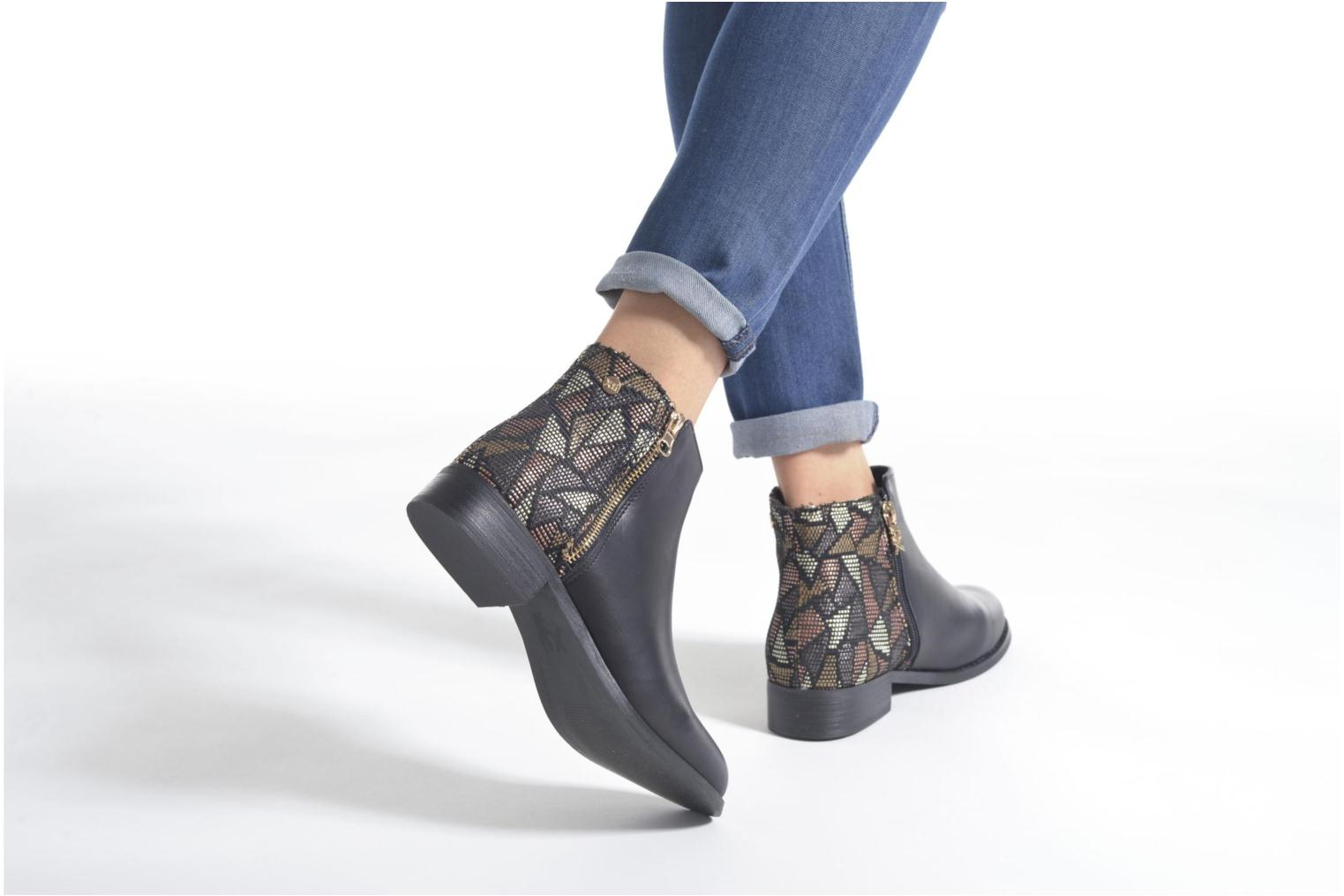 Ankle boots Xti Patch-46068 Black view from underneath / model view