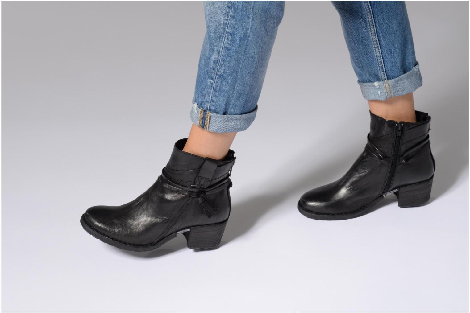 Ankle boots Khrio Oréona Black view from underneath / model view