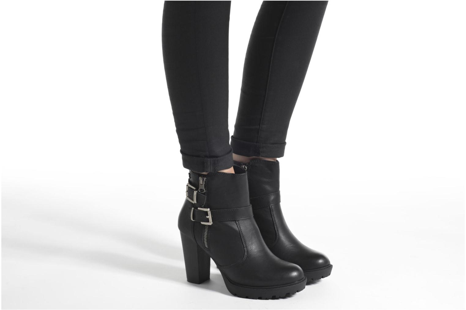 Ankle boots Refresh Fanny 62140 Black view from underneath / model view