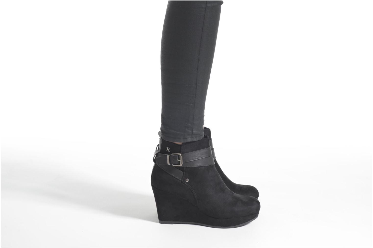 Ankle boots Refresh Cécile 63046 Black view from underneath / model view