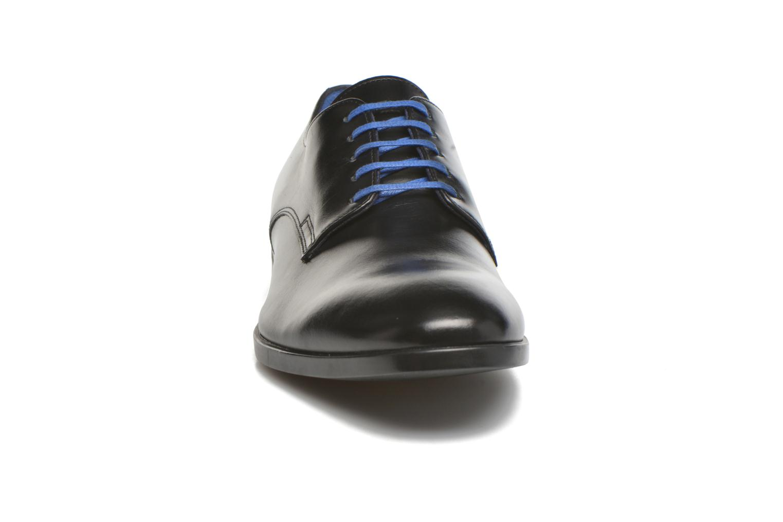 Scarpe con lacci Azzaro Ellis Nero modello indossato