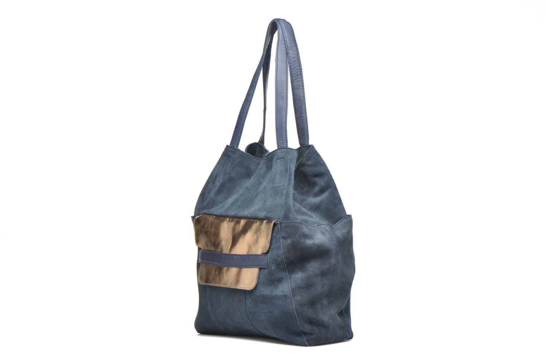Sacs à main Pieces PIXA Suede bag Bleu vue portées chaussures