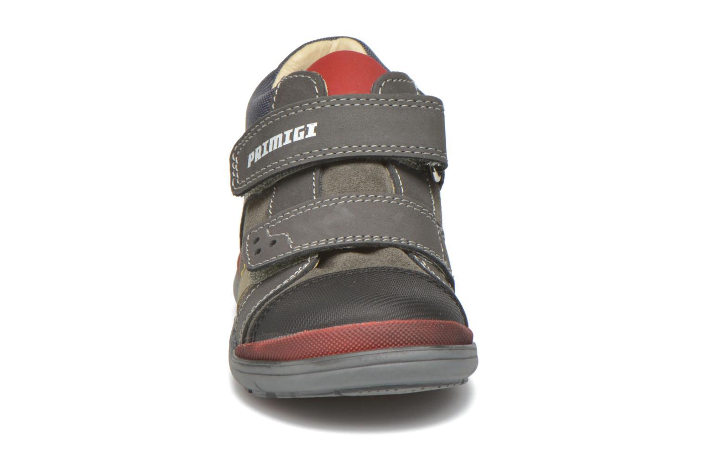 Zapatos con velcro Primigi Tristan Gris vista del modelo