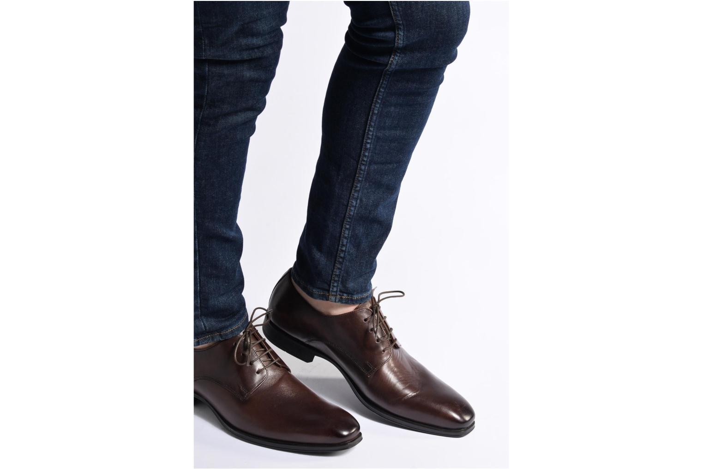 Chaussures à lacets Marvin&Co Thorne Noir vue bas / vue portée sac