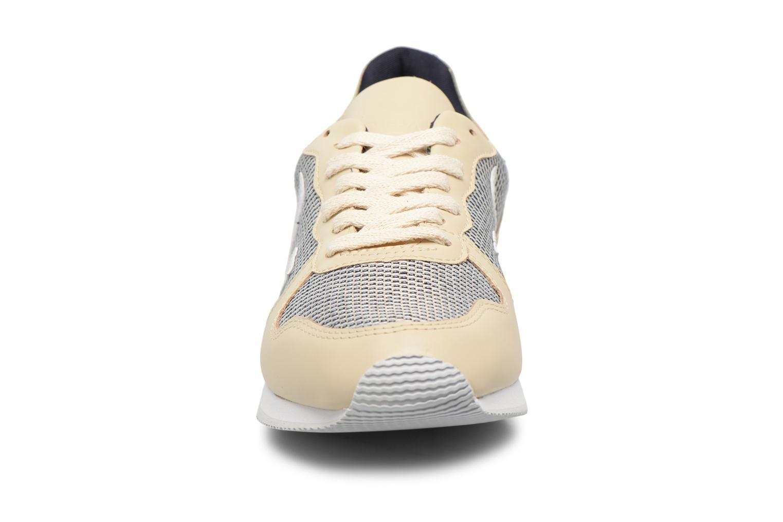 Baskets Veja Holiday Lt Beige vue portées chaussures