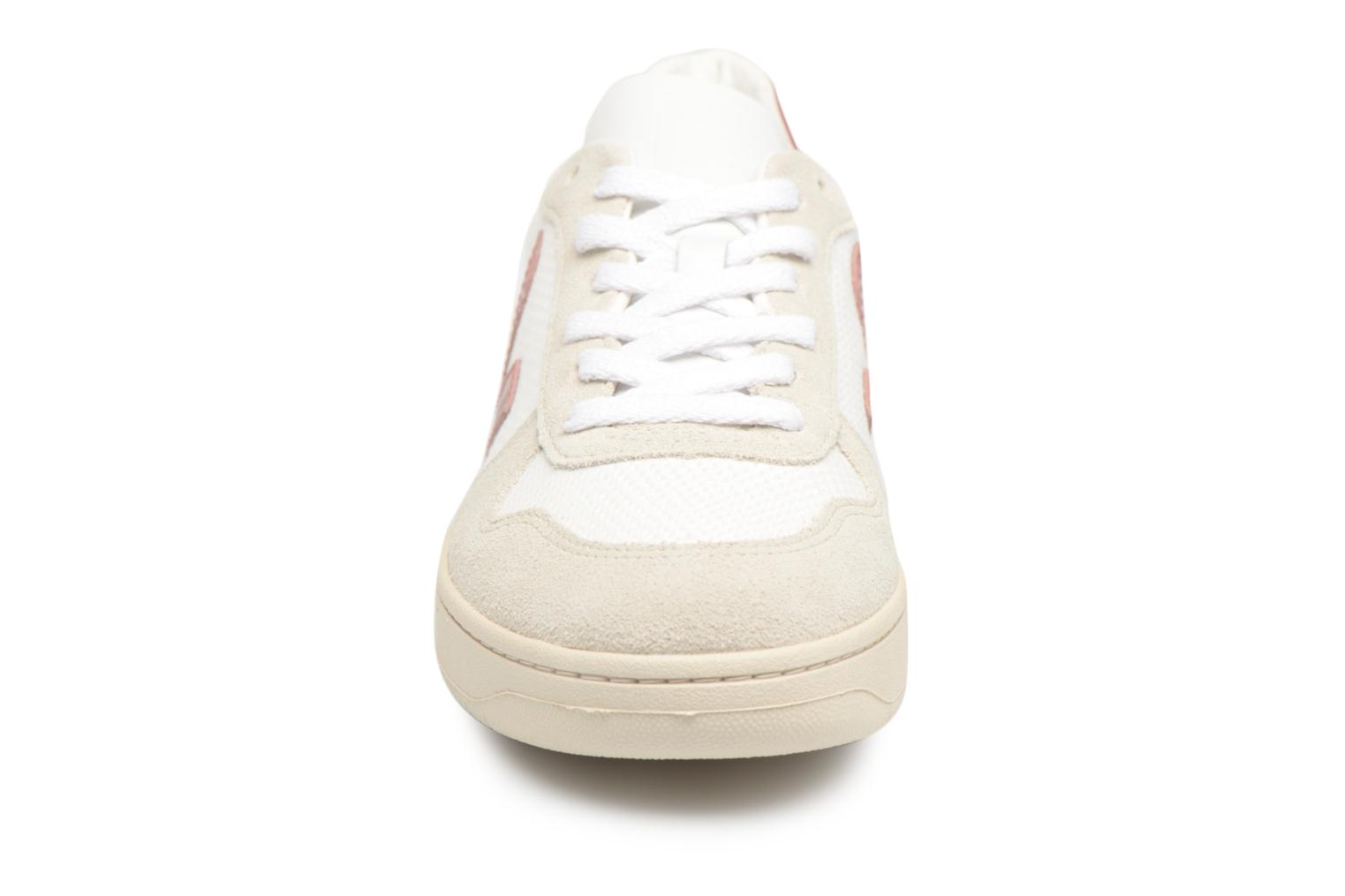 Trainers Veja V-10 W Pink model view