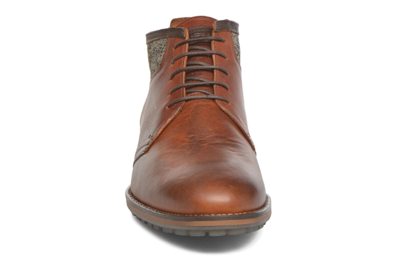 Zapatos con cordones Kost Renon25 Marrón vista del modelo