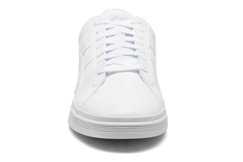 Sneakers Asics Classic Tempo Bianco modello indossato