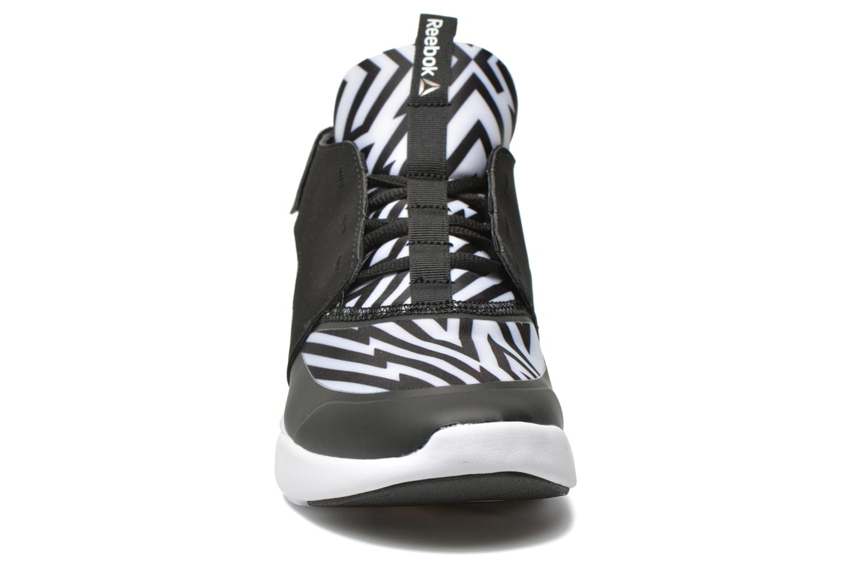 Chaussures de sport Reebok Sayumi Noir vue portées chaussures