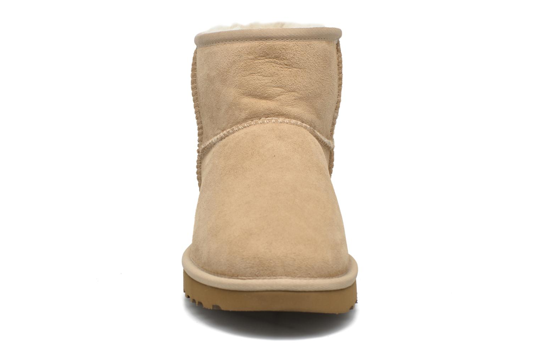 Bottines et boots UGG W Classic Mini II Marron vue portées chaussures