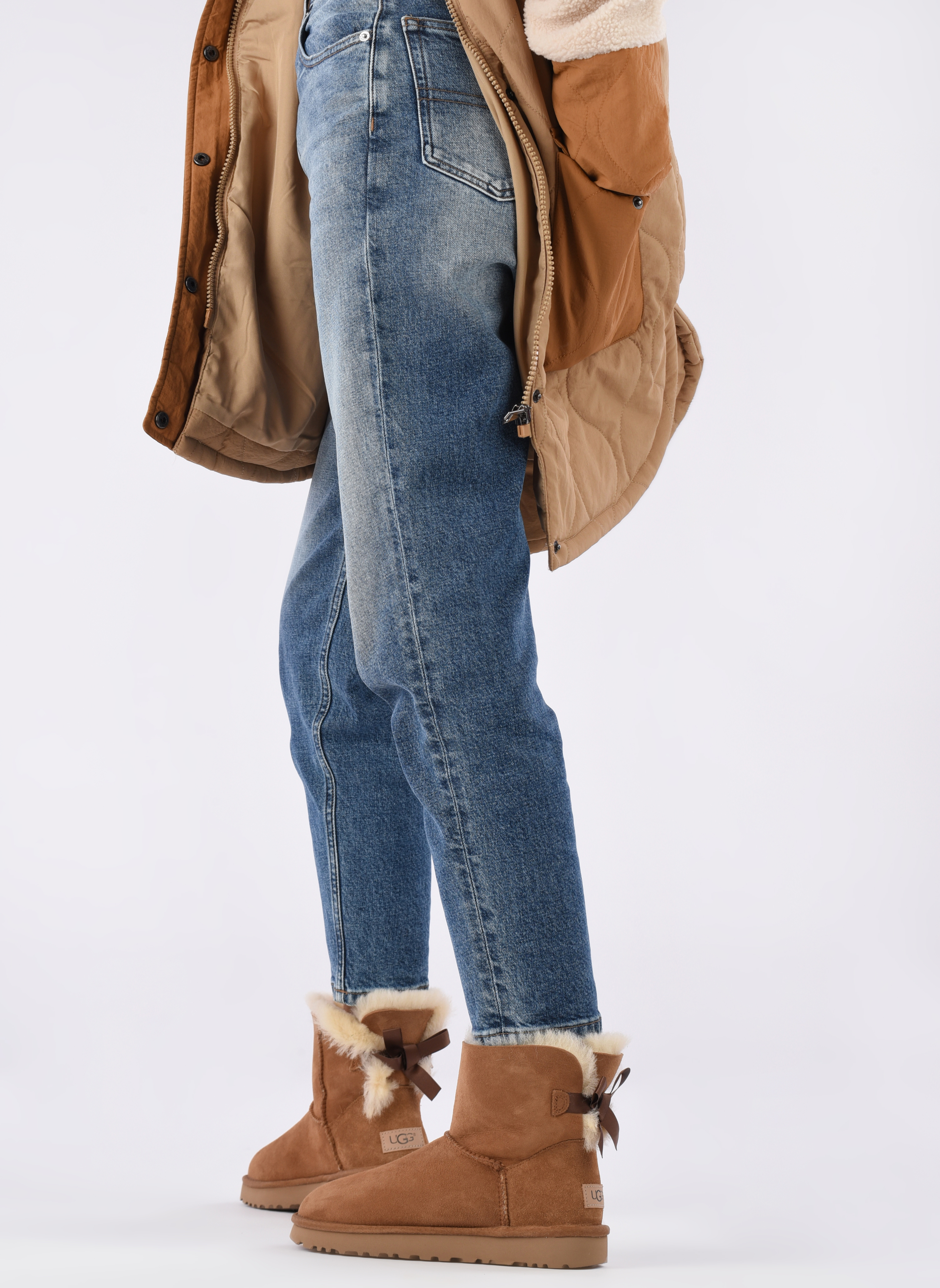 Stiefeletten & Boots UGG W Mini Bailey Bow II braun ansicht von unten / tasche getragen