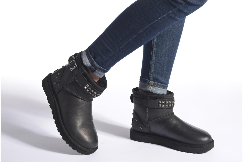 Bottines et boots UGG W Neva Deco Studs Marron vue bas / vue portée sac