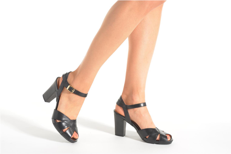 Sandales et nu-pieds Stonefly Diana 3 Calf Noir vue bas / vue portée sac