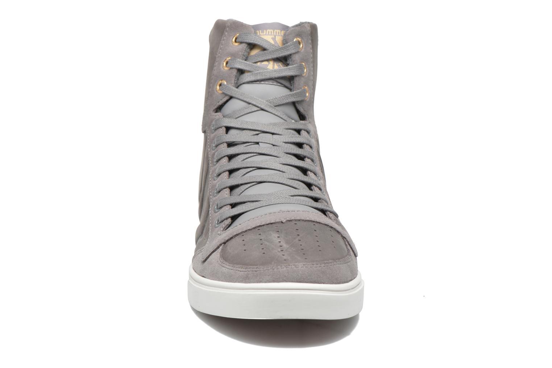 Baskets Hummel Ten Star Mono Oiled High Gris vue portées chaussures