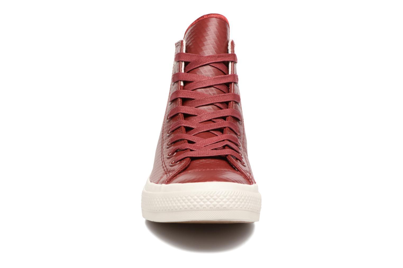 Sneakers Converse Chuck Taylor All Star II Mesh-Backed Leather Hi M Bordò modello indossato