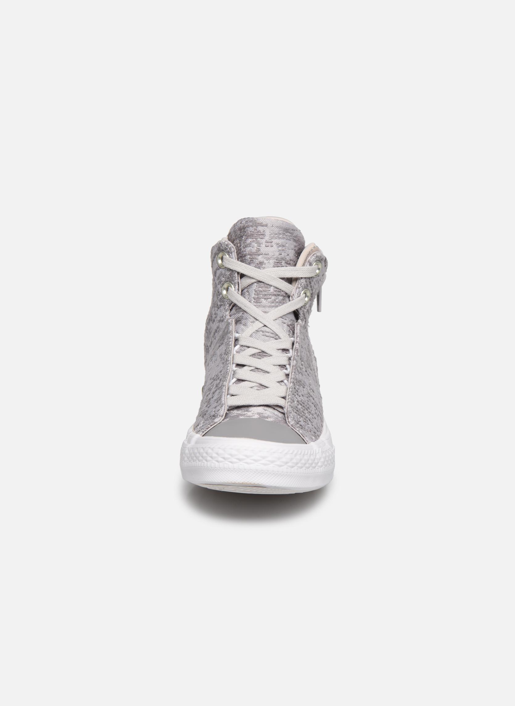 Sneakers Converse Ctas Selene Winter Knit Mid Bianco modello indossato