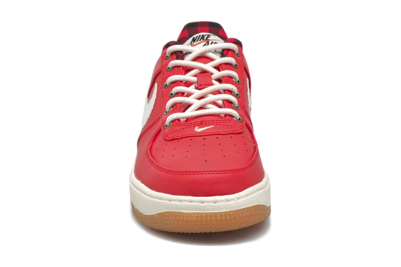 Baskets Nike Air Force 1 Lv8 (Gs) Rouge vue portées chaussures