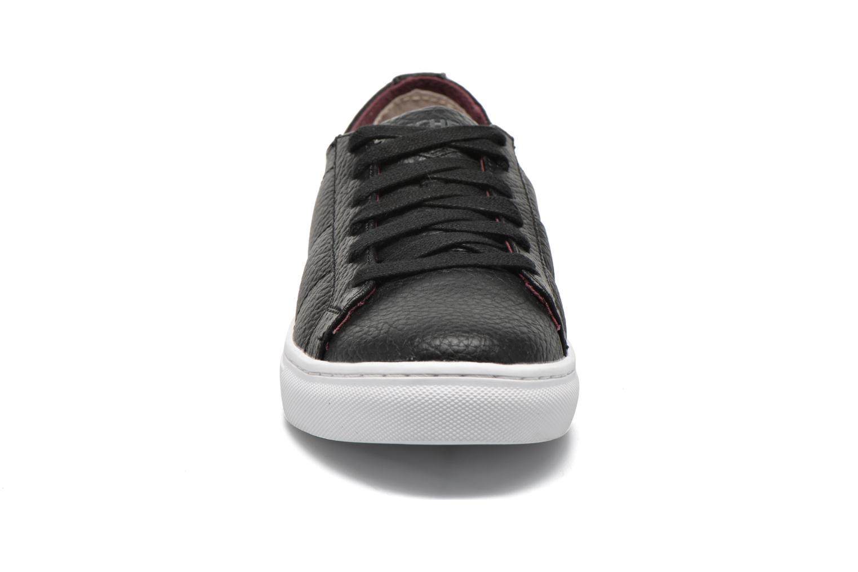 Sneakers Skechers Integro Venice Nero modello indossato