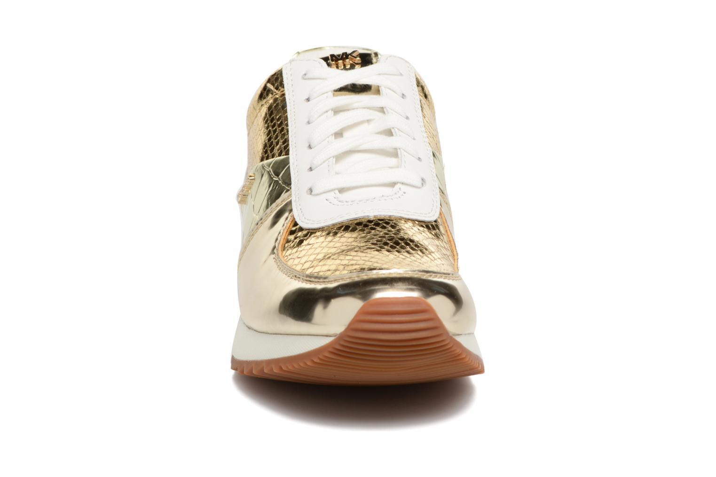 Baskets Michael Michael Kors Allie Wrap Trainer Or et bronze vue portées chaussures