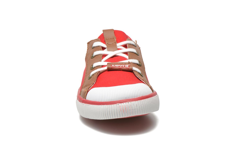 Sneakers Levi's Goalkin Rosso modello indossato