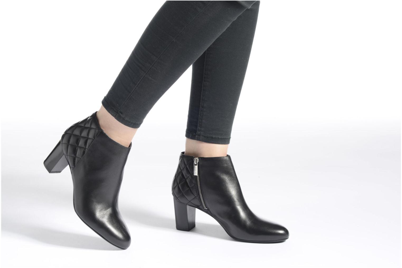 Stiefeletten & Boots Michael Michael Kors Lucy Ankle Boot schwarz ansicht von unten / tasche getragen