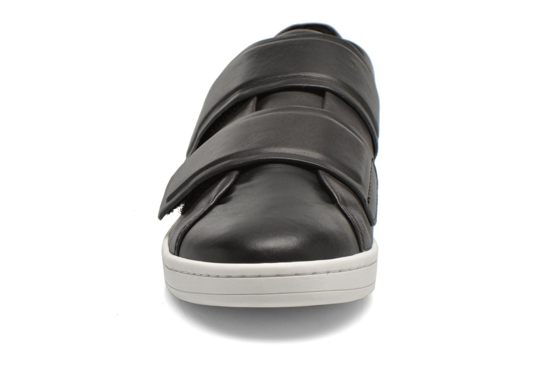 Baskets DKNY Brionne Noir vue portées chaussures