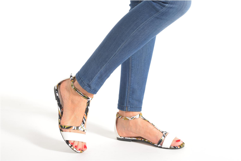Sandales et nu-pieds Divine Factory Makiba Blanc vue bas / vue portée sac
