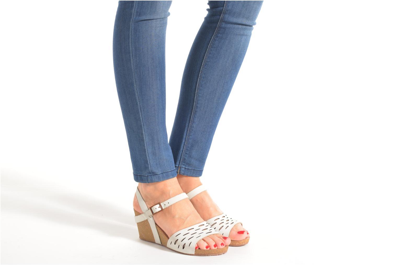 Sandalen TBS Riffah weiß ansicht von unten / tasche getragen