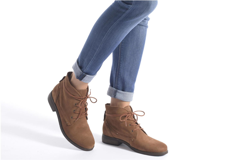 Stiefeletten & Boots André Myriam braun ansicht von unten / tasche getragen