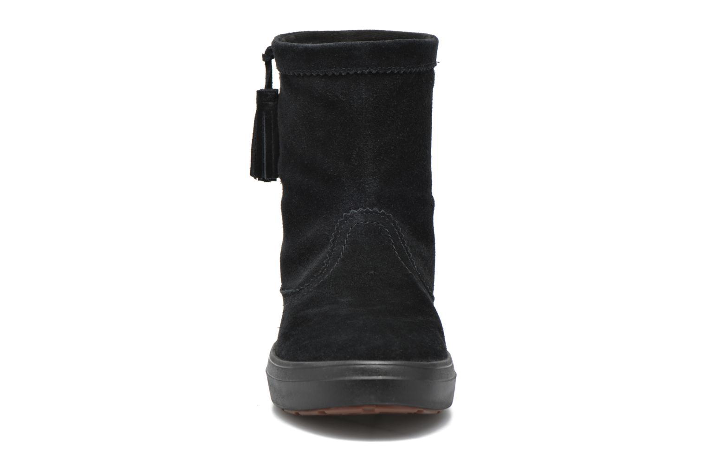 Stivaletti e tronchetti Crocs Lodgepoint Suede Pullon Boot W Nero modello indossato