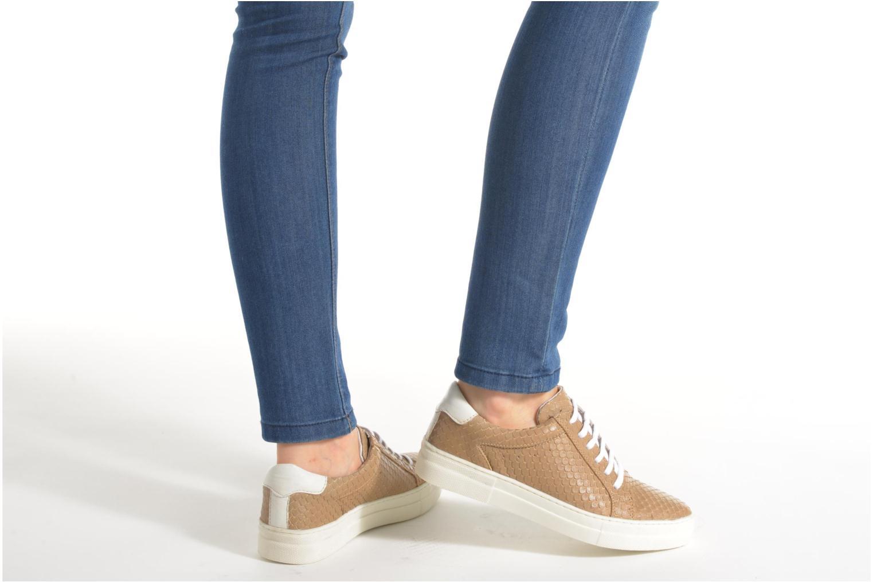 Sneaker Kickers Lucie beige ansicht von unten / tasche getragen