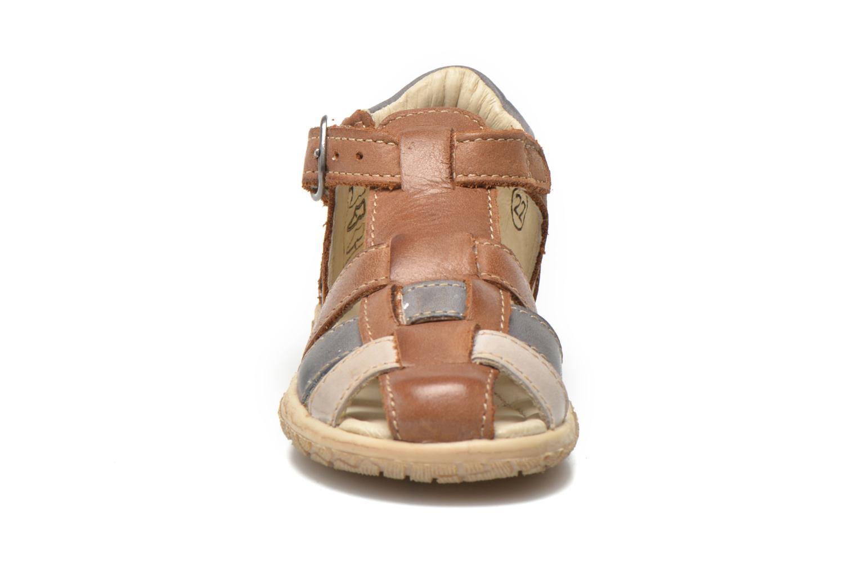 Sandalen Noël Mini Taro braun schuhe getragen