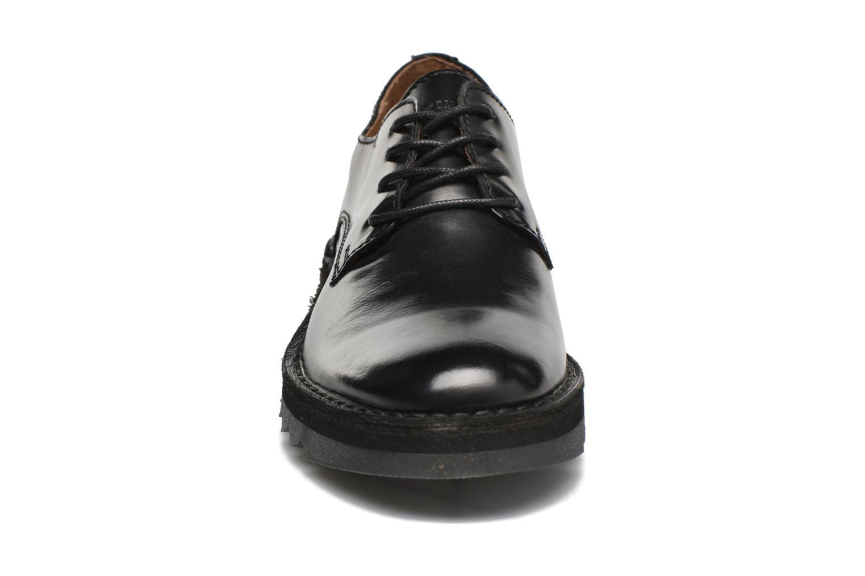 Scarpe con lacci P-L-D-M By Palladium Scope ILM Nero modello indossato