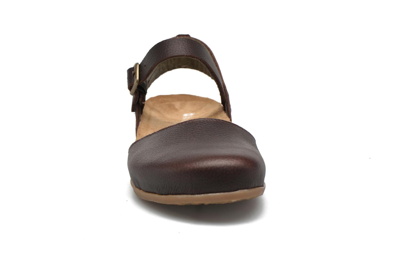 Sandales et nu-pieds El Naturalista Zumaia NF41 Marron vue portées chaussures