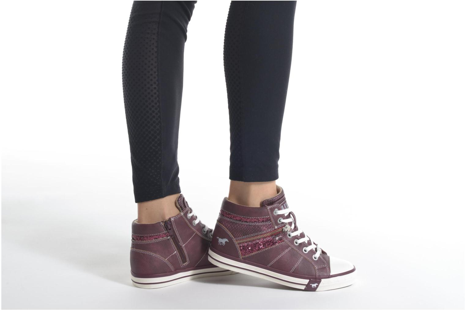 Baskets Mustang shoes Leni Bordeaux vue bas / vue portée sac