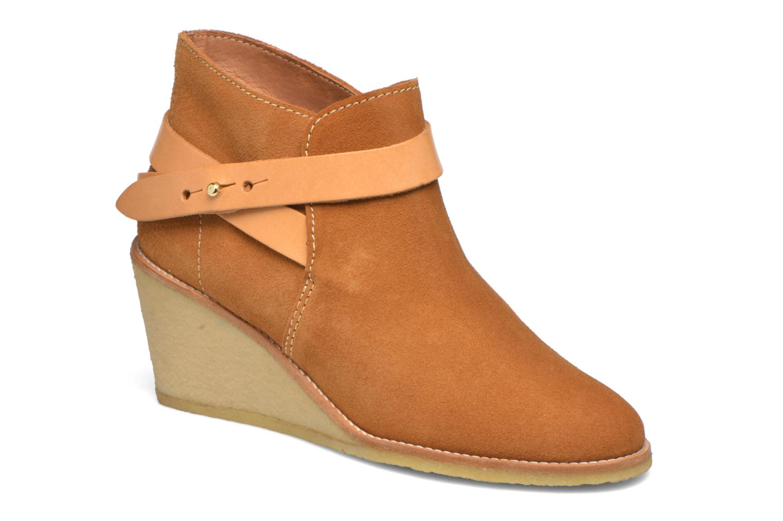 Ankle boots Aigle Diligan Brown detailed view/ Pair view