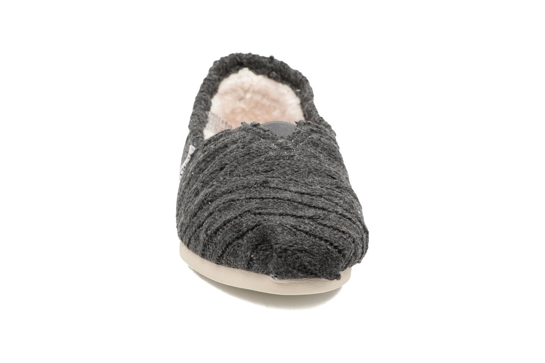 Mocasines TOMS Seasonal classics knit Gris vista del modelo