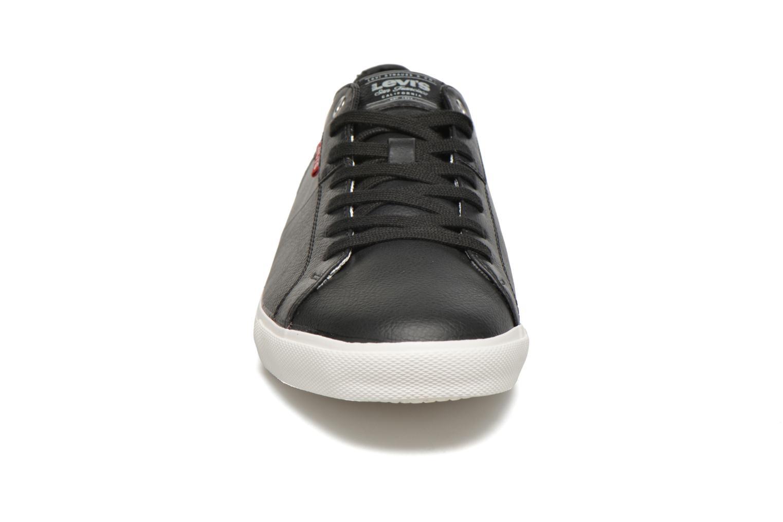 Sneakers Levi's Woods Nero modello indossato