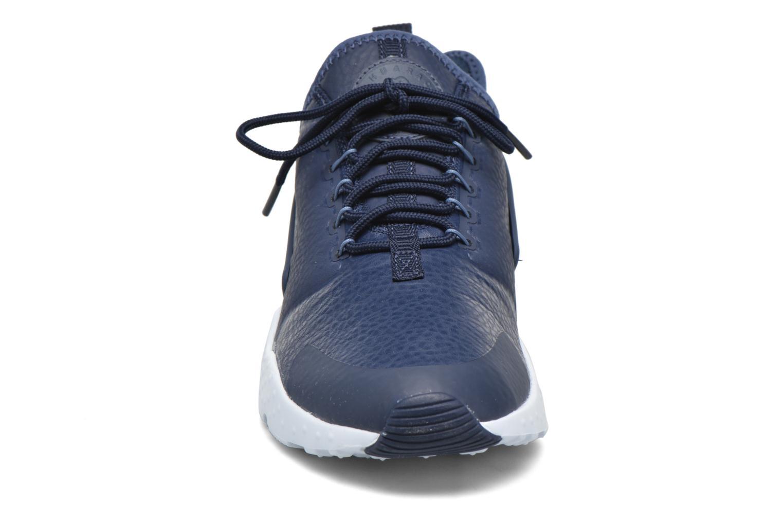 Baskets Nike W Air Huarache Run Ultra Prm Bleu vue portées chaussures